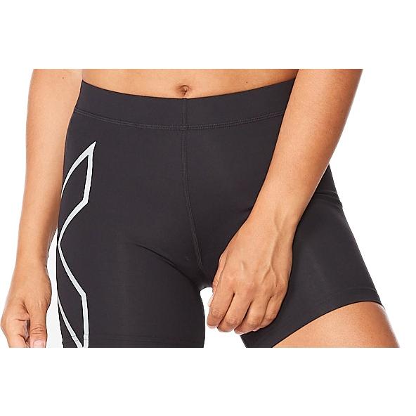 """Imagen de 2XU Tr2 Compression 5"""" Pantalones corto para mujer - black/silver"""