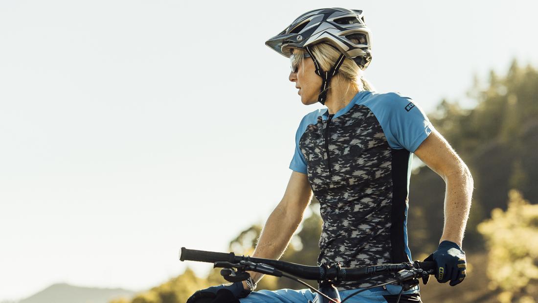 Trail-Abenteuer mit Helmen und Trikots von ION