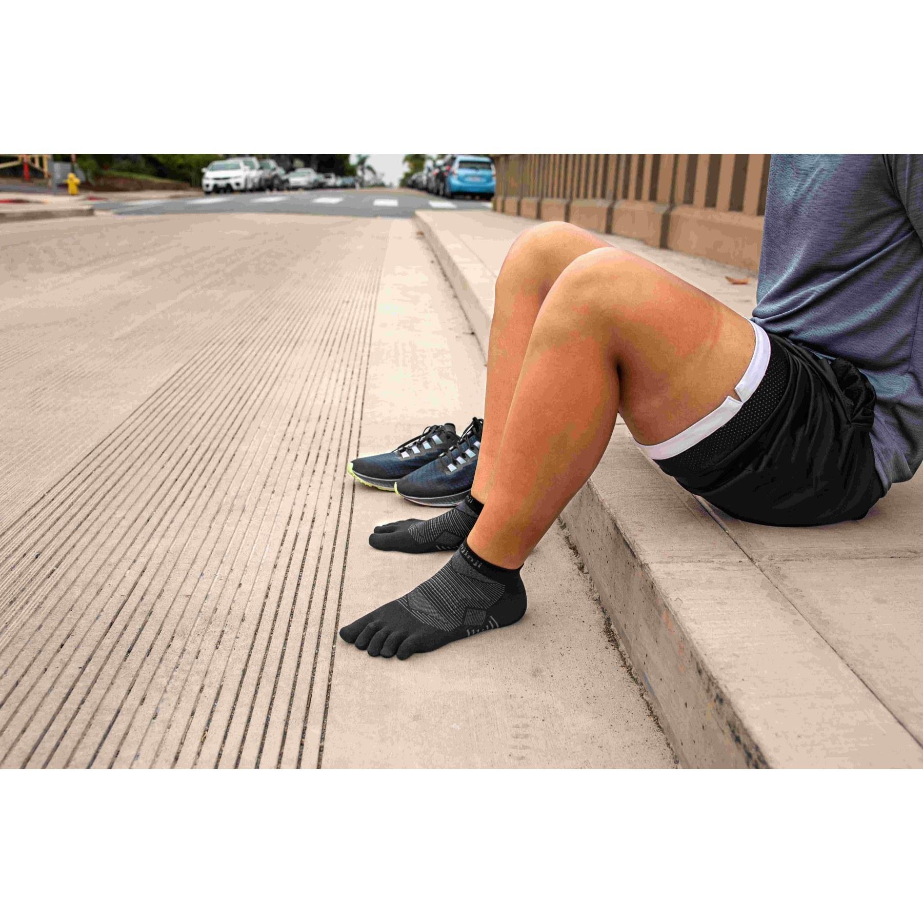 Image of Injinji Run Lightweight No-Show Socks 261110 - black