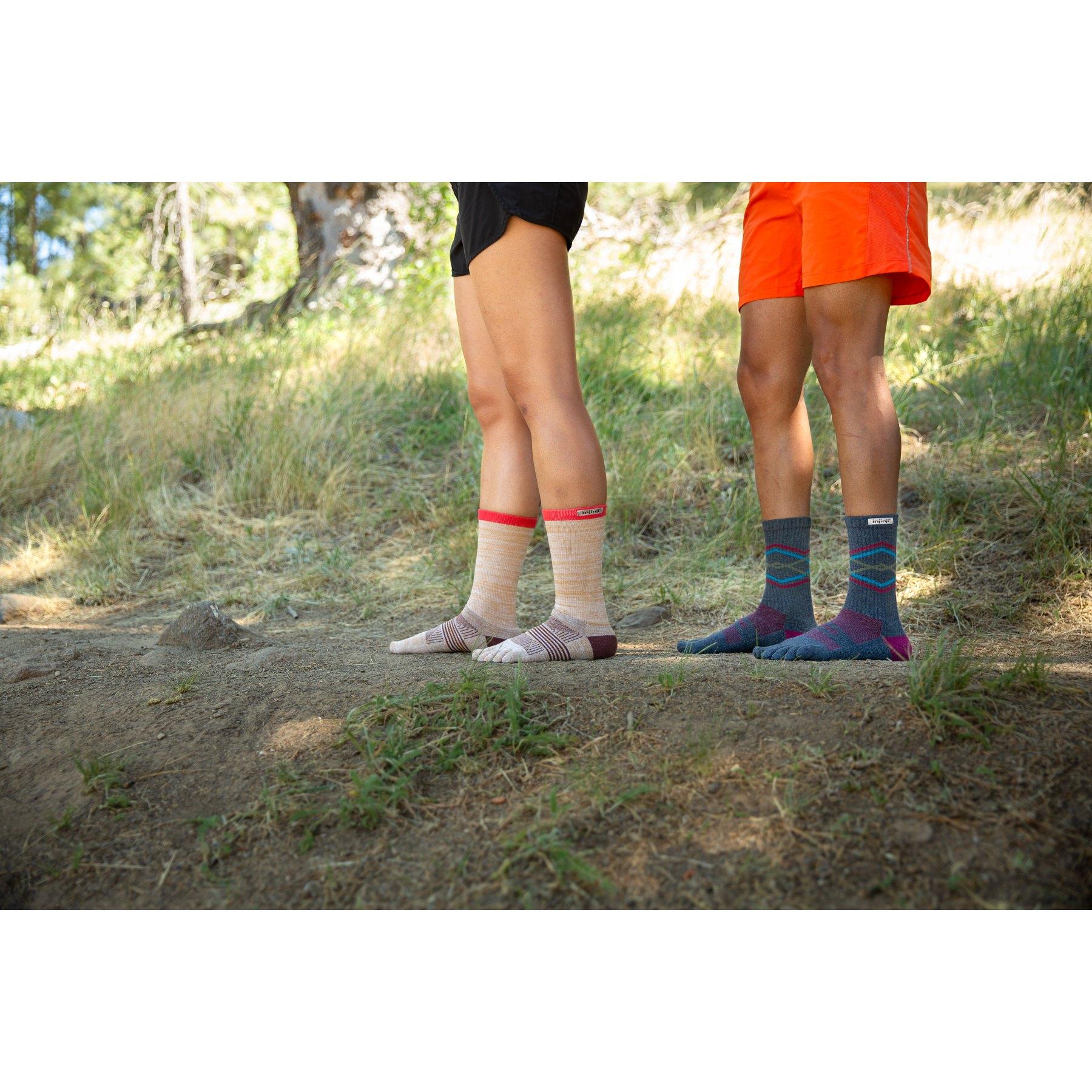 Bild von Injinji Women's Trail Midweight Crew Socks - Avalanche