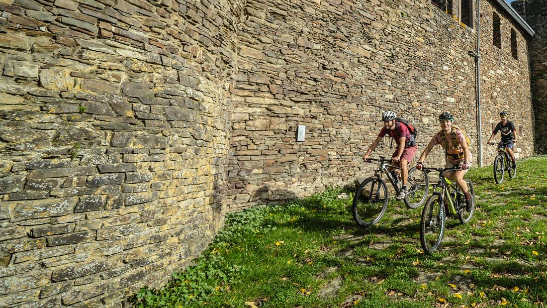 Stoneman Arduenna – Spannende MTB-Strecke: Die Burgruine Reuland