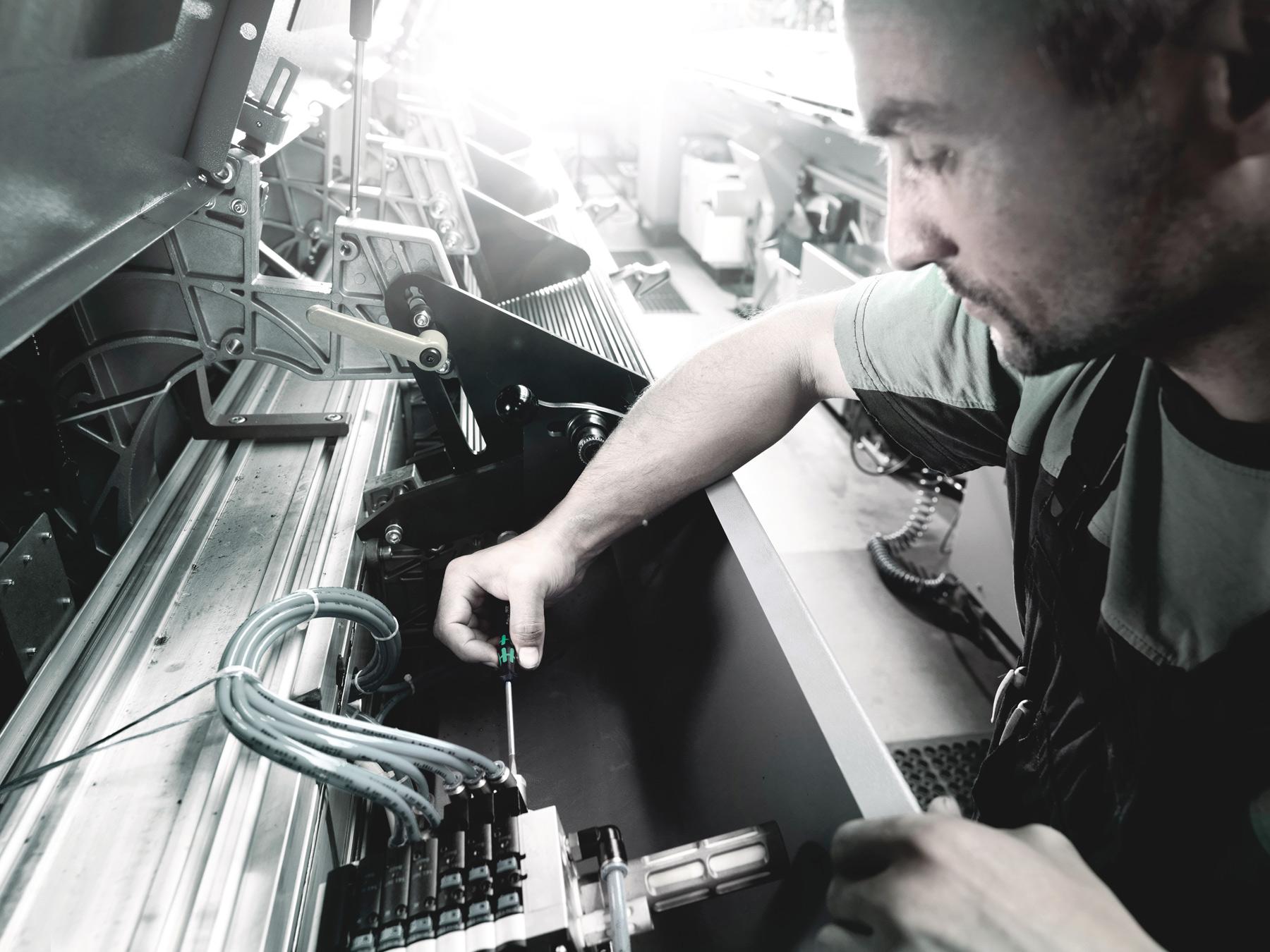 Bild von Wera Kraftform Micro 12 Universal 1 Elektroniker-Schraubendrehersatz
