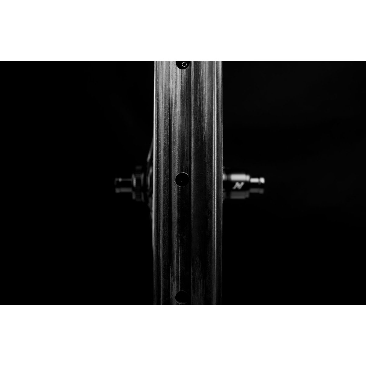 Image of ENVE Foundation AM30 29″ Carbon Wheelset - i9 - Centerlock - FW: 15x110mm | RW: 12x148mm - Shimano Micro Spline