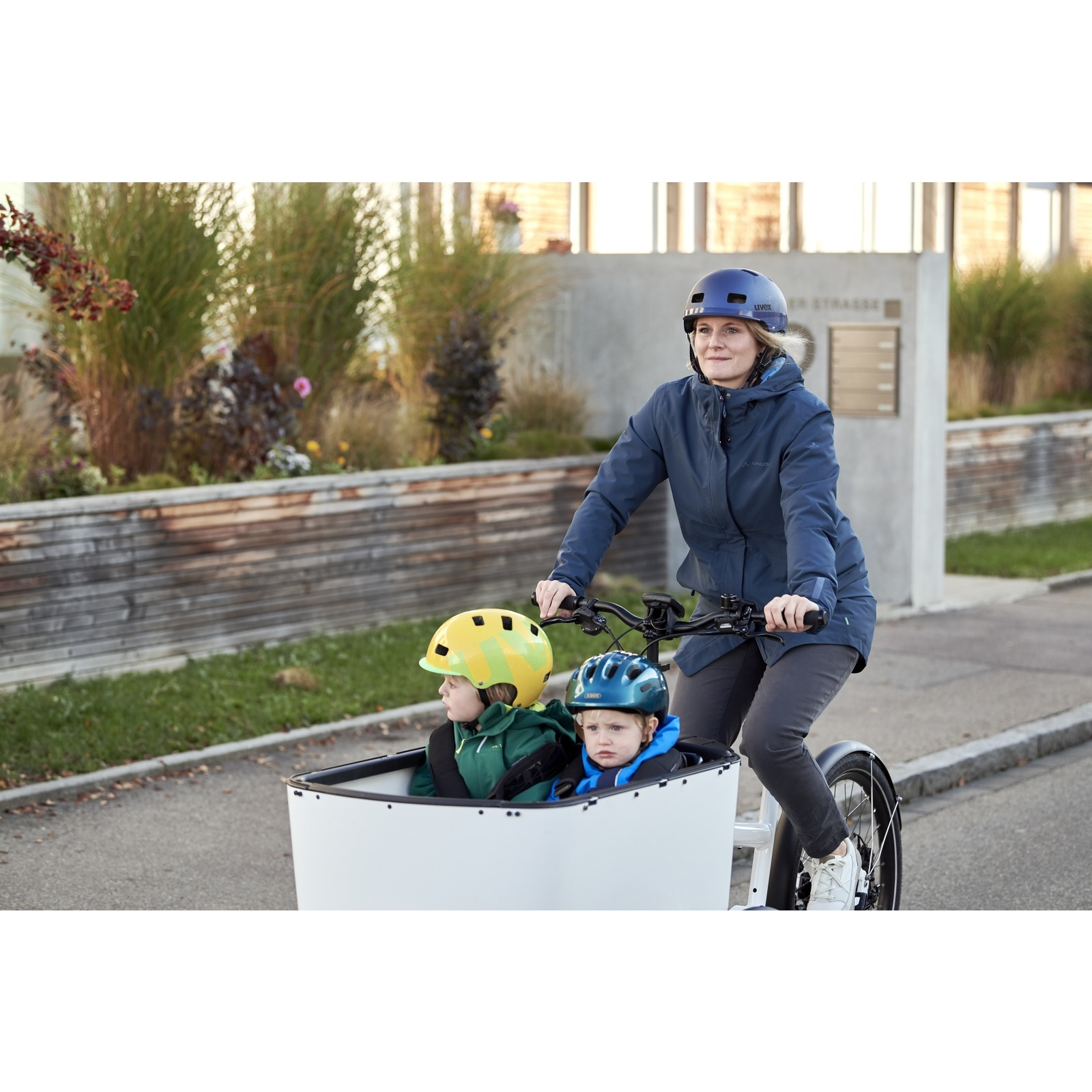 Image of Vaude Women's Cyclist padded Parka II - dark sea