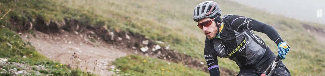 Regenbekleidung zum Radfahren, Laufen oder für das nächste Outdoor-Abenteuer