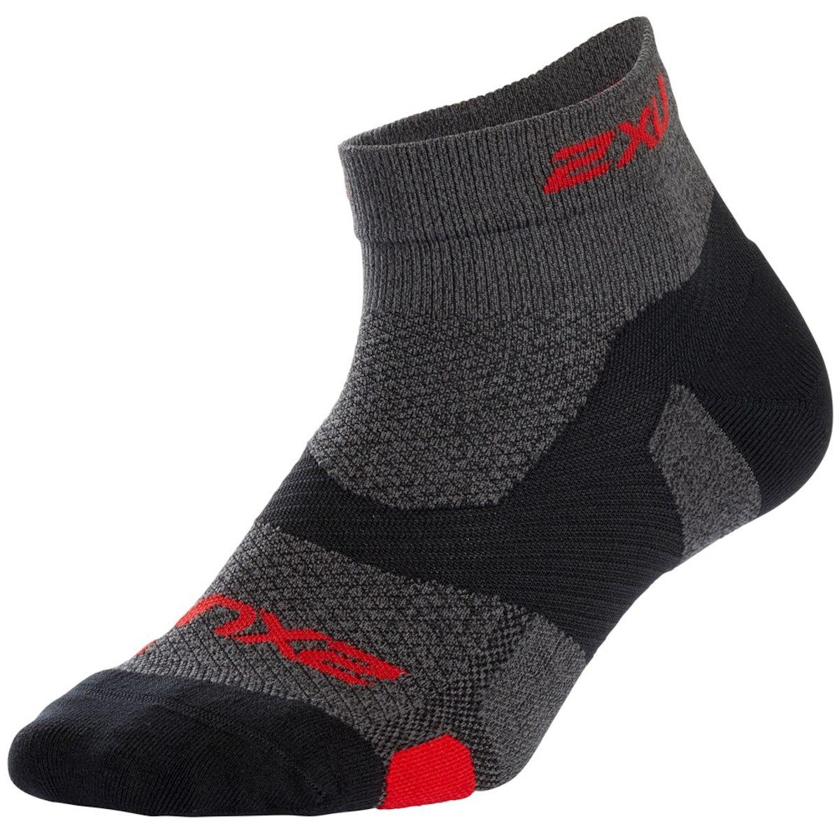 2XU Vectr Light Cushion 1/4 Crew Socks - black print/jungle red